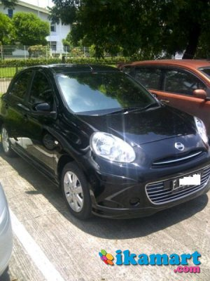 jual nissan march at black 2011 super istimewa