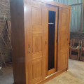 Lemari pakaian jati, Pintu 3
