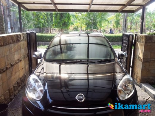 jual nissan march a t hitam muluss 2011